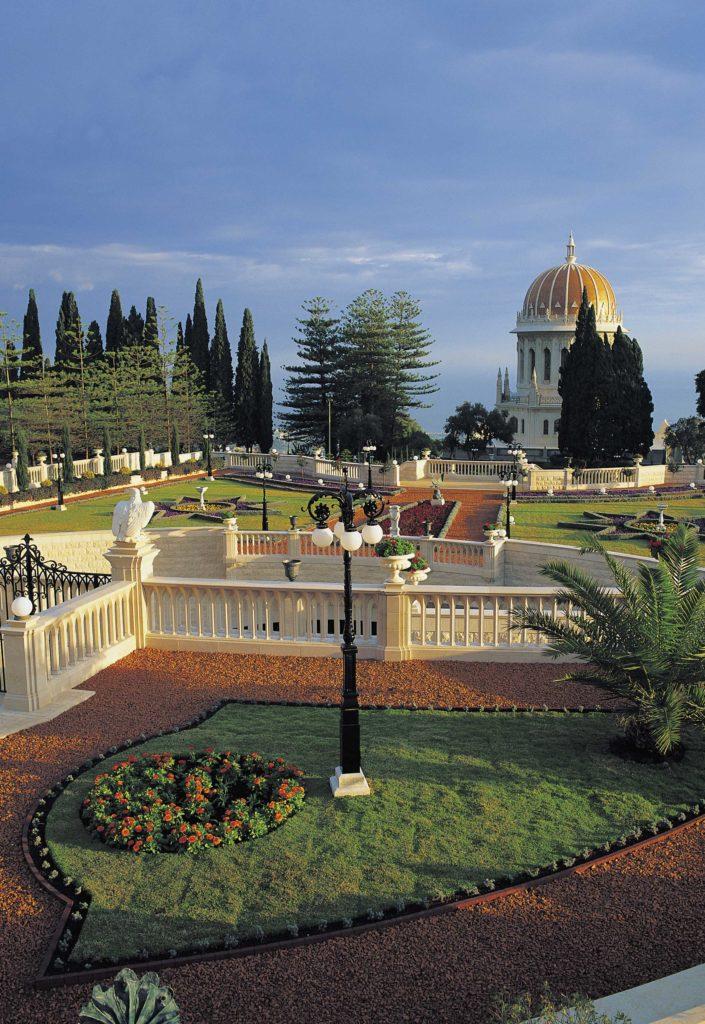 Izrael egyik legszebb botanikuskertjének hátterében a Földközi-tenger (c) Bahá'í Nemzetközi Közösség media.bahai.org