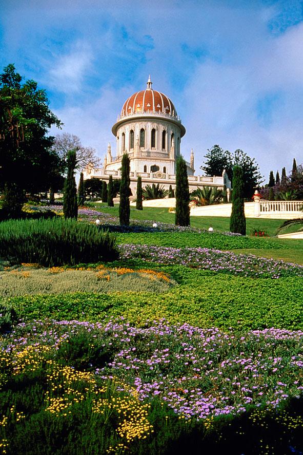 A mai szépségében 2001. májusában átadott Kármel-hegyi teraszok egyike. A bahá'í kert központi épületét, gyakran tévesen bahá'í templomnak hívják, pedig az a Báb sírszentélye
